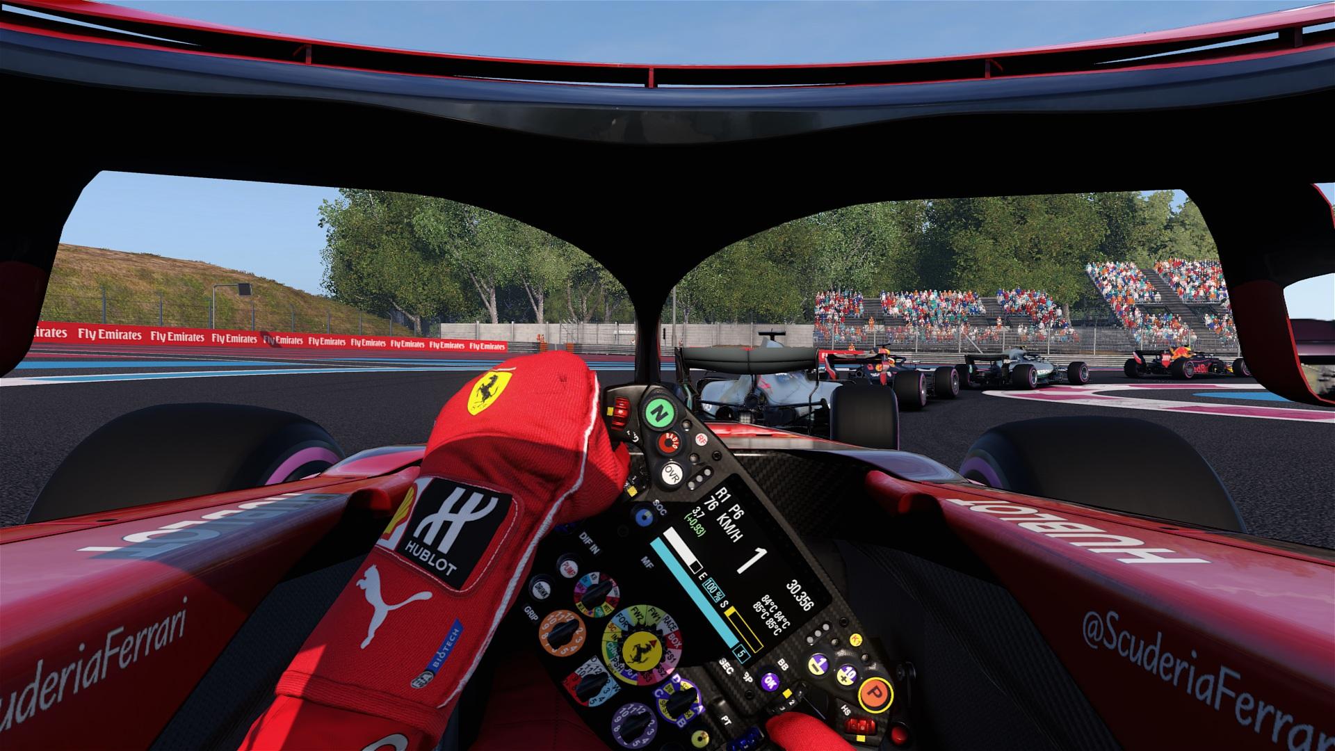 Auch in F1 2018 ist der Halo vertreten und schränkt die Sicht etwas ein.